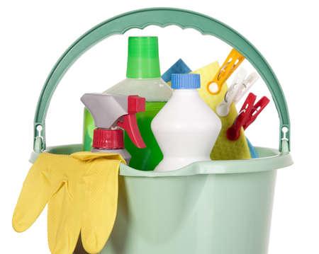 servicio domestico: Cubo lleno de herramientas de la industria, limpia de servicio de limpieza  Foto de archivo