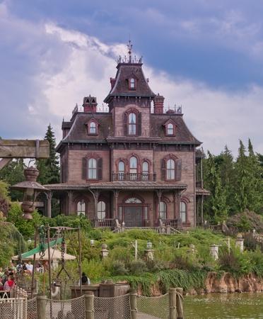 Disneyland Paris, August 2010 - Phatom Manor