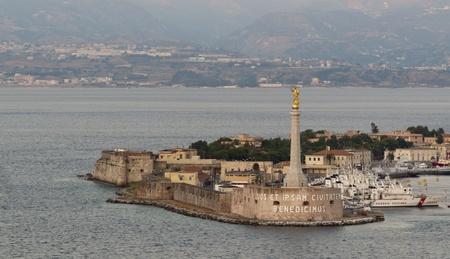 Porto di Messina e Madonnina della lettera Editorial