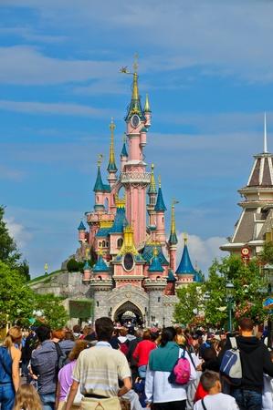 14: Disneyland Paris, agosto 14, 2010 - multitud en Disneyland Resort Paris