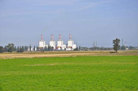 ambiente: Quattro ciminiere di una fabbrica