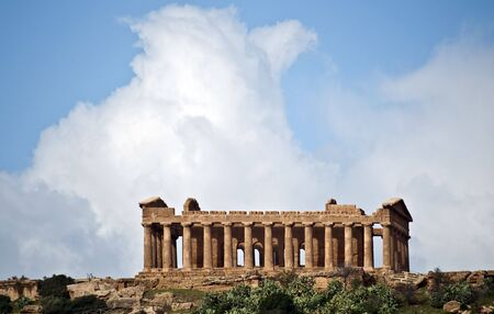valley of the temples: Ancient temple in the Valley of the Temples in Sicily