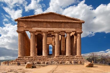 grecia antigua: Templo de la Concordia en el Valle de los templos de Agrigento Foto de archivo