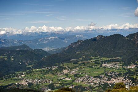 Übersicht Sommer Cavalese in den Trentino Alpen