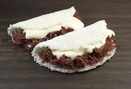 タピオカ de carne セカ com requeijao 伝統的なブラジル料理