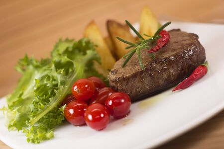 mignon: Steak salad with green tomatoes and home made potatoes.