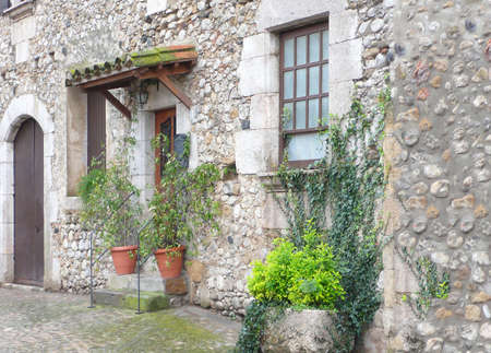 rustic: Frontage rustic townhouse