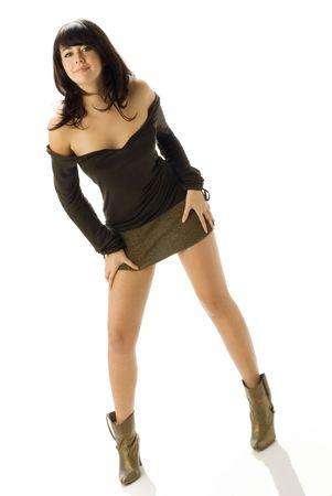 belles jambes: brunette gentil et attactive portant une mini et sexy robe brune