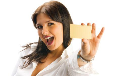 cute brunette blijkt blanco creditcard en lacht graag in een supermarkt reclame