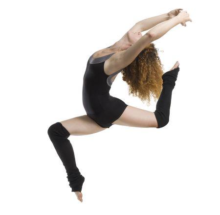 een moderne danser met zwarte jurk springen Stockfoto