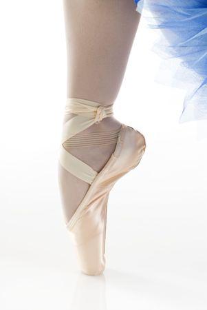 zapatillas de ballet: bailarina de ballet en los zapatos de baile en punta  Foto de archivo