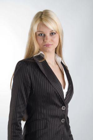 hôtesse: belle jeune blonde en tenue habill�e