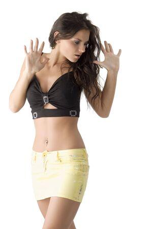 falda corta: bonita y sensual morena con falda corta y un negro arriba en busca sorpresa