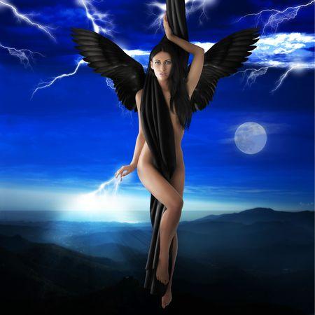 sexy girl nue: nu noir ange volant vers le ciel, la foudre dans un ciel de nuit LANG_EVOIMAGES