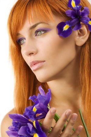 pelirrojas: Auto-retrato de un nuevo modelo joven y hermosa con flores