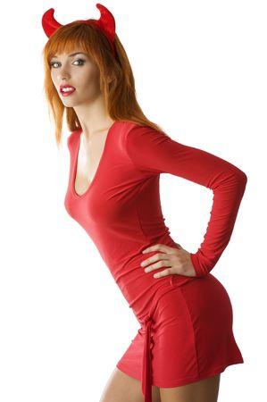evil girl: bella donna con i capelli rossi con un vestito rosso e le corna come un demone
