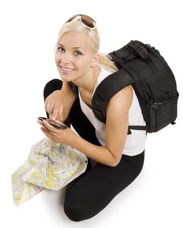 blond meisje toeristische met kaart zitten en met behulp van een gps te vinden van de juiste manier Stockfoto