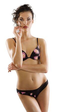 disparo de moda de mujer Morena sexy y hermosa en estilo de bikini y pelo de negro traje de baño  Foto de archivo - 7412221