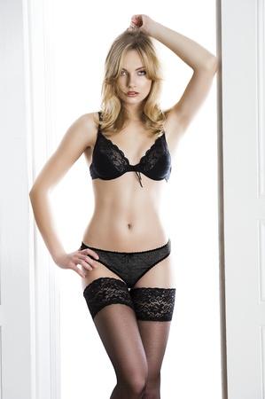 d84210870a  12376173 - Cubierta rubia chica muy sexy y atractiva con una ropa interior  de bikini y media
