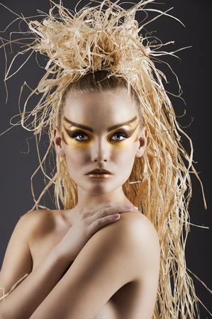 maquillaje de ojos: Close up de una asombrosa mujer en estilo étnico Foto de archivo