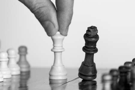 �chessboard: El ajedrez fotografiado sobre un tablero de ajedrez