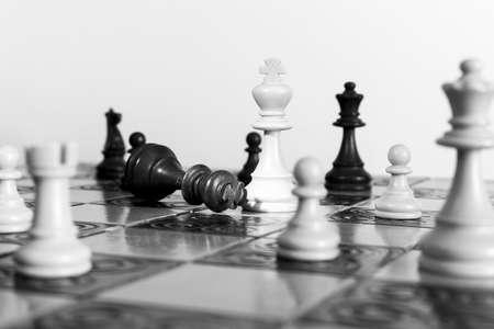Szachy sfotografowany na szachownicy