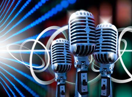 microfono antiguo: Ilustración de la música con luces de micrófono y lámpara retro Foto de archivo