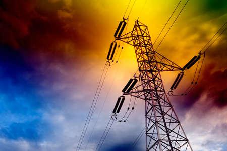 electricidad industrial: Paisaje de la torre de transmisi�n el�ctrica.Concepto de energ�a Foto de archivo