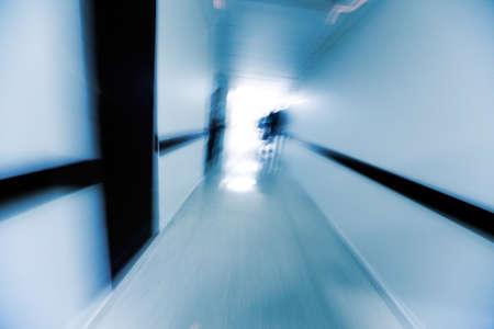 psychisch: Abstracte afbeelding van een ziekenhuis corridor Stockfoto
