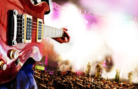 concierto de rock: Vivo para la música de fondo, guitarrista y público