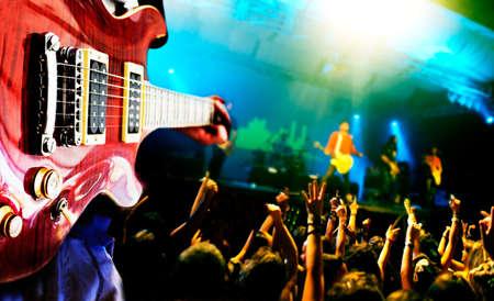 rock concert: Musica dal vivo sfondo, chitarrista e pubblico