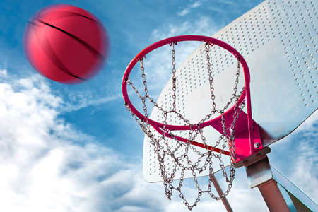 balon de basketball: aro de baloncesto y pelota. Fondo Deportes