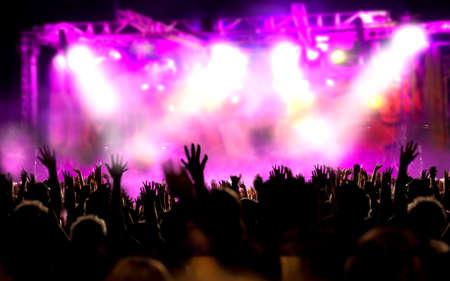 sonido: Fondo de la música en vivo. Mostrar y pública