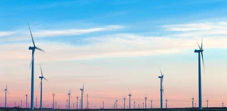 odnawialne źródła energii. Farma wiatrowa. Turbiny Wiatrowe