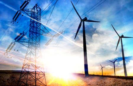 energie rinnovabili astratte a doppia esposizione. Parco eolico. Turbine eoliche