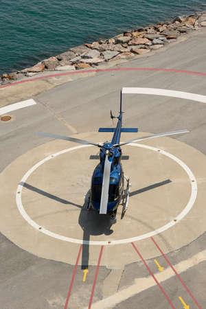 Un hélicoptère de contrôle de la circulation a atterri près du port de Barcelone