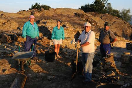 """Werknemers in de zalen van het """"Domus"""" Archeologische site """"Chao Samartin"""" Asturias SPANJE Redactioneel"""