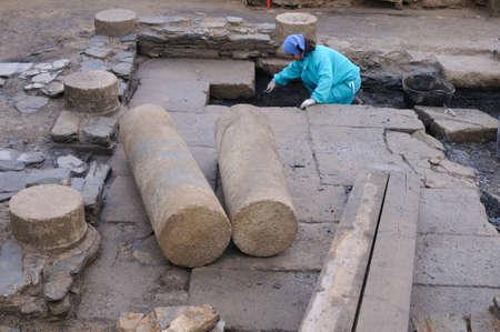 """Werken in de patio van het """"Domus"""" Archeologische site """"Chao Samartin"""" Asturias SPANJE"""