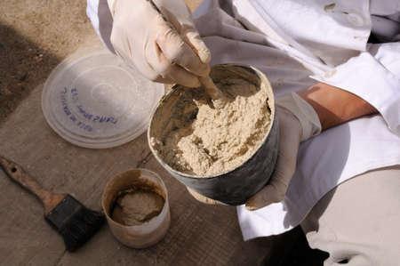 """Met behulp van kalkmortel voor restauratie - Archeologische site """"Chao Samartin"""" Asturias SPANJE Redactioneel"""
