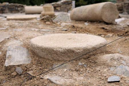 """Kolommen in de patio van het """"Domus"""" Archeologische site """"Chao Samartin"""" Asturias SPANJE"""