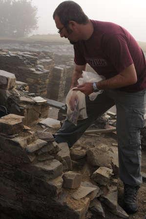 """Werken in het thermaalmeer Baden van het """"Domus"""" Archeologische site """"Chao Samartin"""" Asturias SPANJE"""