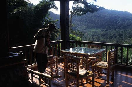 GUINEA ECUATORIAL. Región continental de Monte Alen Parque Nacional. Terrace. Editorial