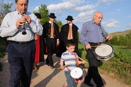 ceremonial clothing: SPAIN. Castilla-La Mancha. Guadalajara. ATIENZA;  Feast  LA CABALLADA   Brotherhood of the mule drivers .Flageolet and drums accompanying the brotherhood.