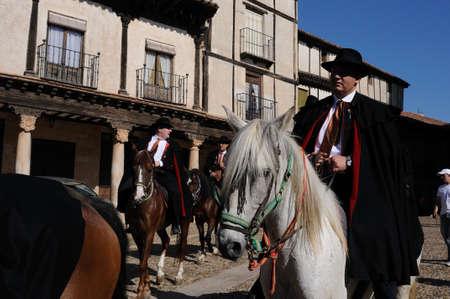 """fraternidad: ESPA�A. Castilla-La Mancha. Guadalajara. ATIENZA, Fiesta La Caballada. """"Hermandad de los arrieros"""". Hermandad a caballo en la Plaza del Trigo."""