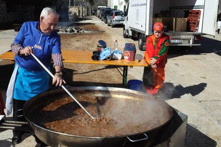"""Retiendas, ESPAÑA - 06 de febrero 2011 -; CARNAVAL """"botarga - Motley LA CANDELARIA"""" RETIENDAS (rango Tamajn montaña) Provincia de Guadalajara. Castilla-La Mancha. ESPAÑA Foto de archivo - 12256523"""