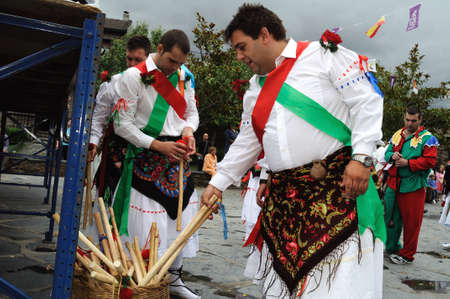 Dance    Fiesta del Santo Ni�o  MAJAELRAYO ( Black Architecture route ) Province of Guadalajara . Castille - La Mancha . SPAIN