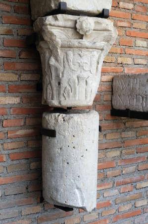 Corinthian chapiter from Logia . Renaissance (  Plateresque )