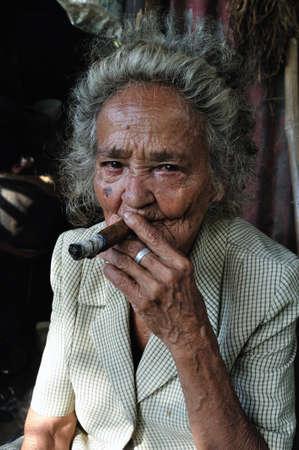 Anziana in slum RIVERA. Dipartimento di Huila. COLOMBIA