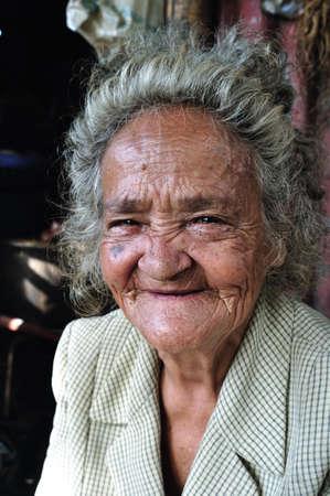 huila: Mujer de edad avanzada en los tugurios RIVERA. Departamento del Huila. COLOMBIA Editorial