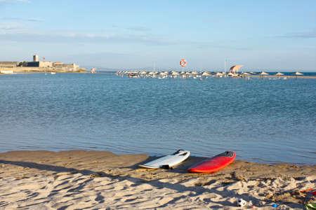umbrela: Lagoon in the carcavelos beach at Lisbon, Portugal Stock Photo